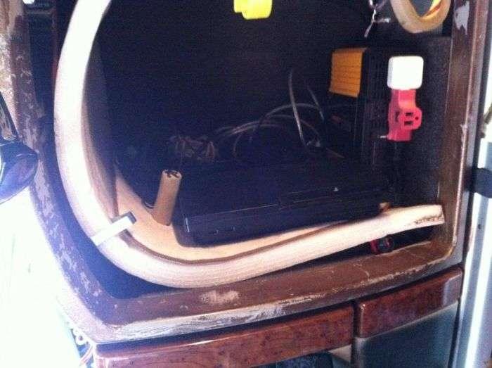 Життя далекобійника всередині кабіни (10 фото)