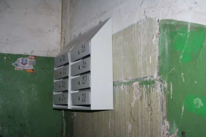 Загадка дня. Що не так з новими поштовими скриньками? (3 фото)