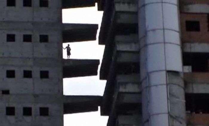 Унікальні багатоповерхові нетрі Каракаса (20 фото)