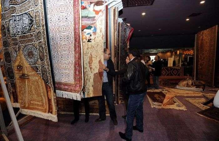 Фотозвіт з кинутого диктатором палацу (24 фото)