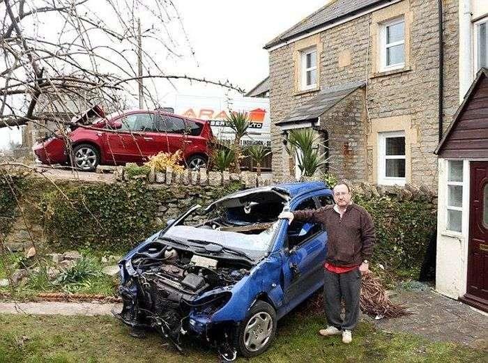 Фатальний будинок, який притягує аварії (8 фото)