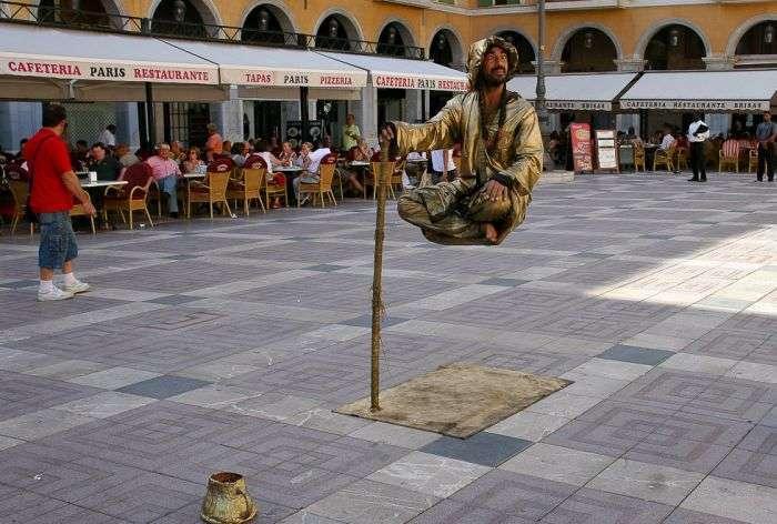 Трюк з людиною, що ширяє в повітрі (9 фото)