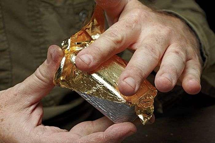 Як аферисти роблять фальшиві золоті злитки (4 фото)
