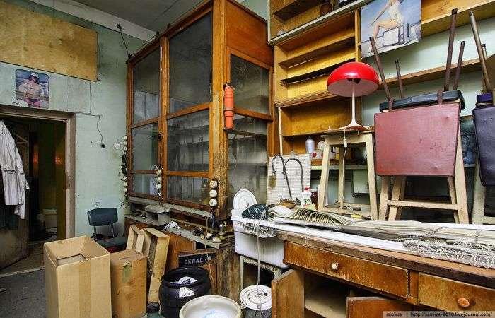 Покинута хімічна лабораторія (26 фото)