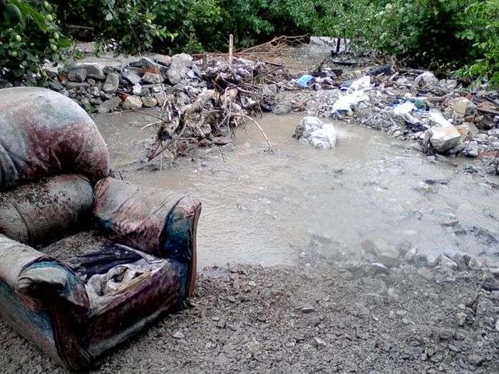 Постраждалих від повені жителів Кримська змусять повернути матеріальну допомогу (9 фото)