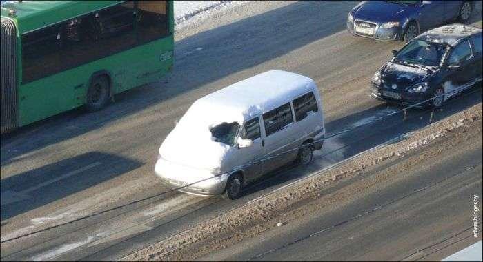 Лінивий водій, якому плювати на безпеку (2 фото)