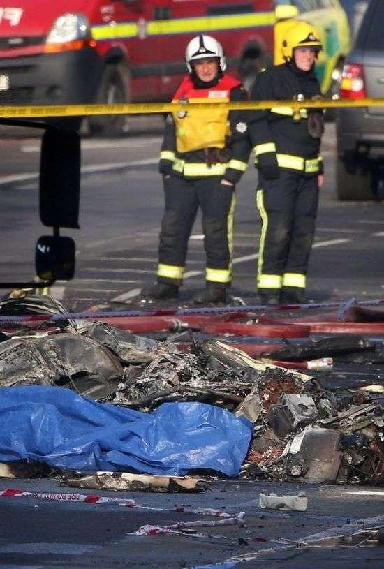 Аварія вертольота в центрі Лондона (21 фото + 2 відео)