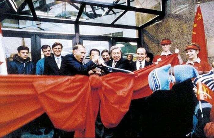 Відкриття першого в СРСР ресторану Макдональдс (10 фото)