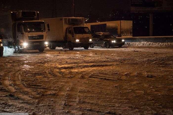 Рух по МКАД після снігопаду (35 фото)