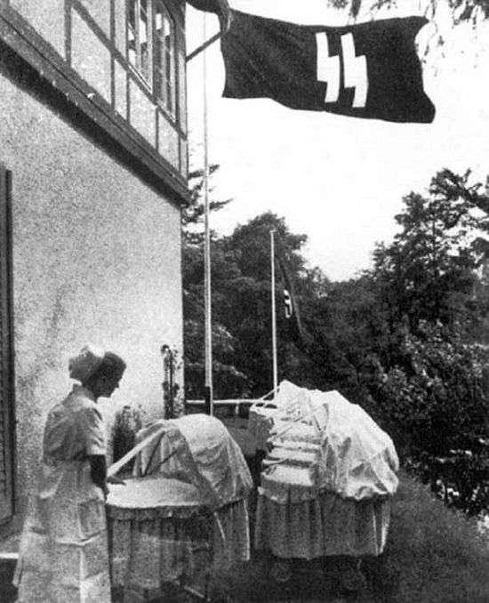 Експерименти по створенню надраси, які нацисти ставили на дітях (8 фото)