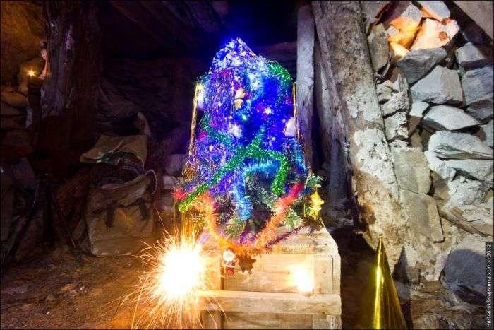 Новий Рік в покинутій шахті (35 фото)