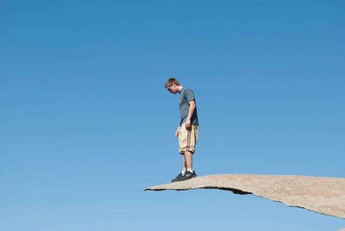 Небезпечна скеля для справжніх екстремалів (23 фото)