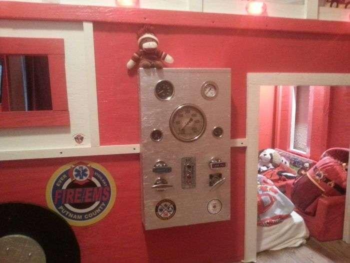 Батько-одинак побудував синові кімнату мрії (5 фото)