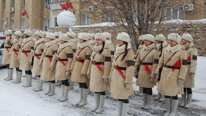 Регулировщицы в унікальній військовій формі вийдуть на вулиці Волгограда (5 фото + відео)
