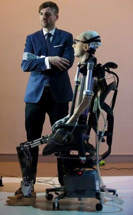 Перший у світі біонічний людина-робот (5 фото)
