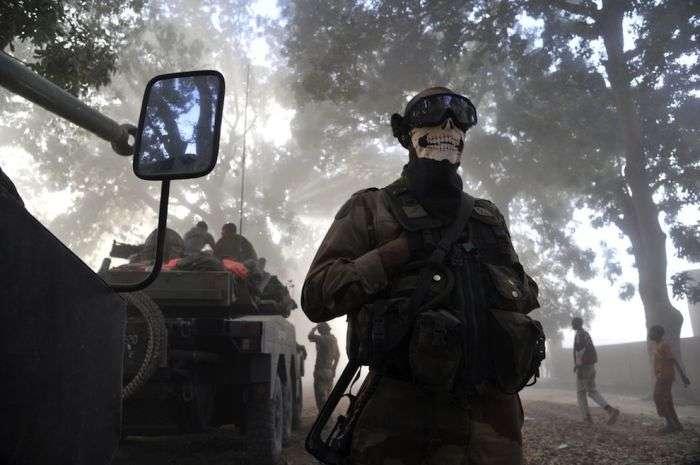 Реакція громадськості на знімок французького солдата в стилі Call of Duty (4 фото)