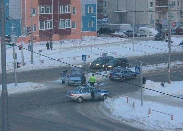 Аварія двох поліцейських автомобілів (2 фото)