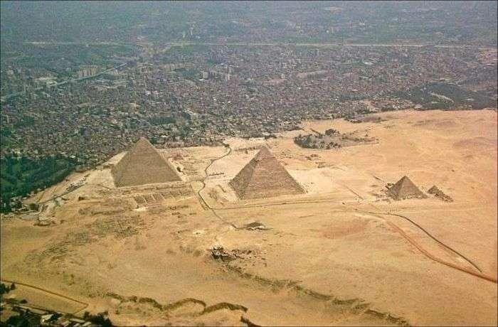 Єгипетські піраміди тоді і зараз (3 фото)