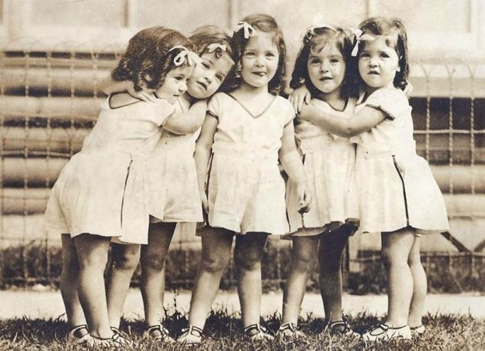 Трагическая судьба самых известных пятерняшек в мире: жизнь за стеклом девушки,жизненное,жизнь,факты