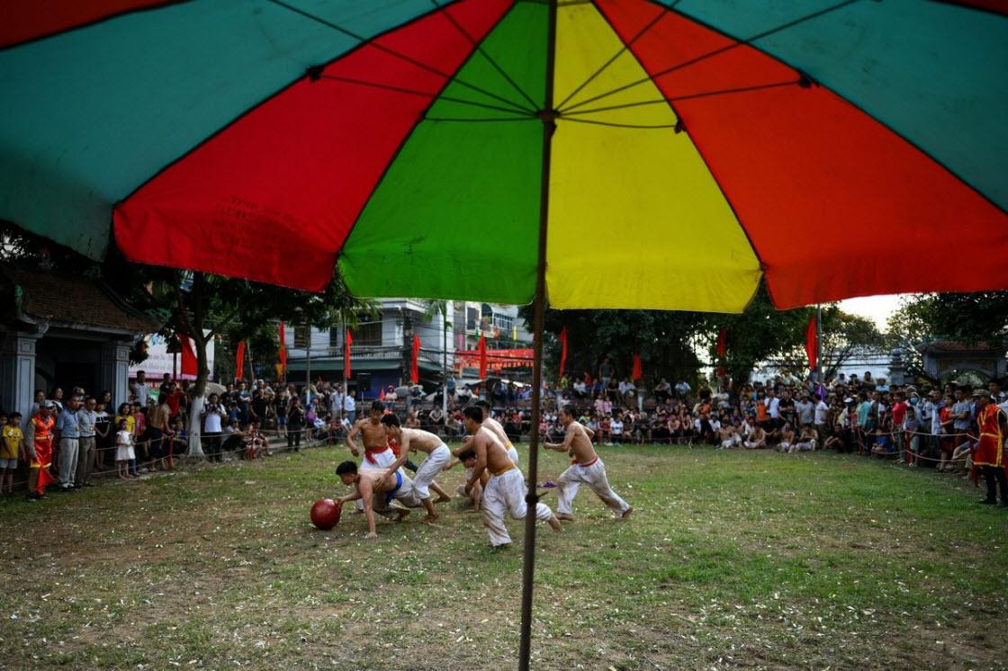Регби с деревянным мячом во Вьетнаме спорт