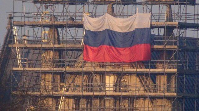 На соборе в Солсбери появился российский флаг. МиР
