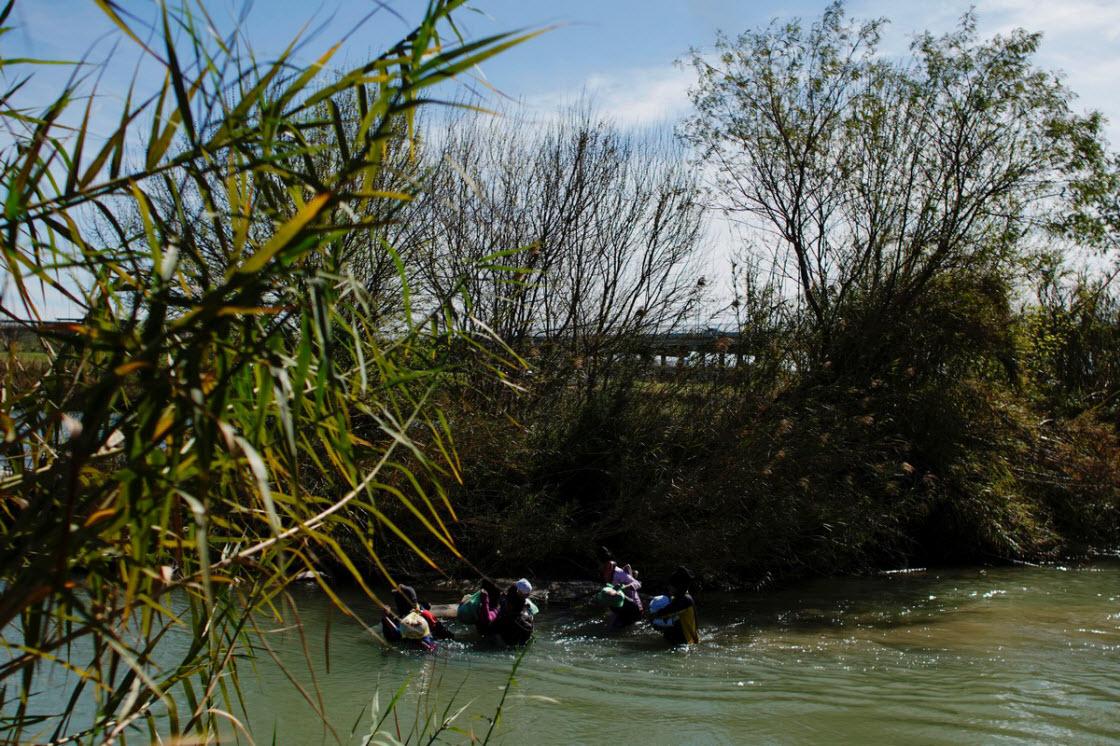 Добраться до США через реку Рио-Гранде политика