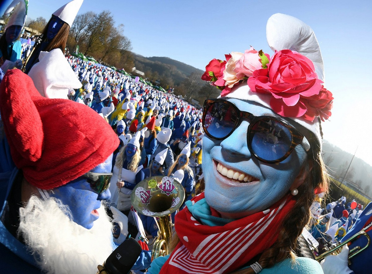 Более 2700 Смурфиков собрались в Германии МиР