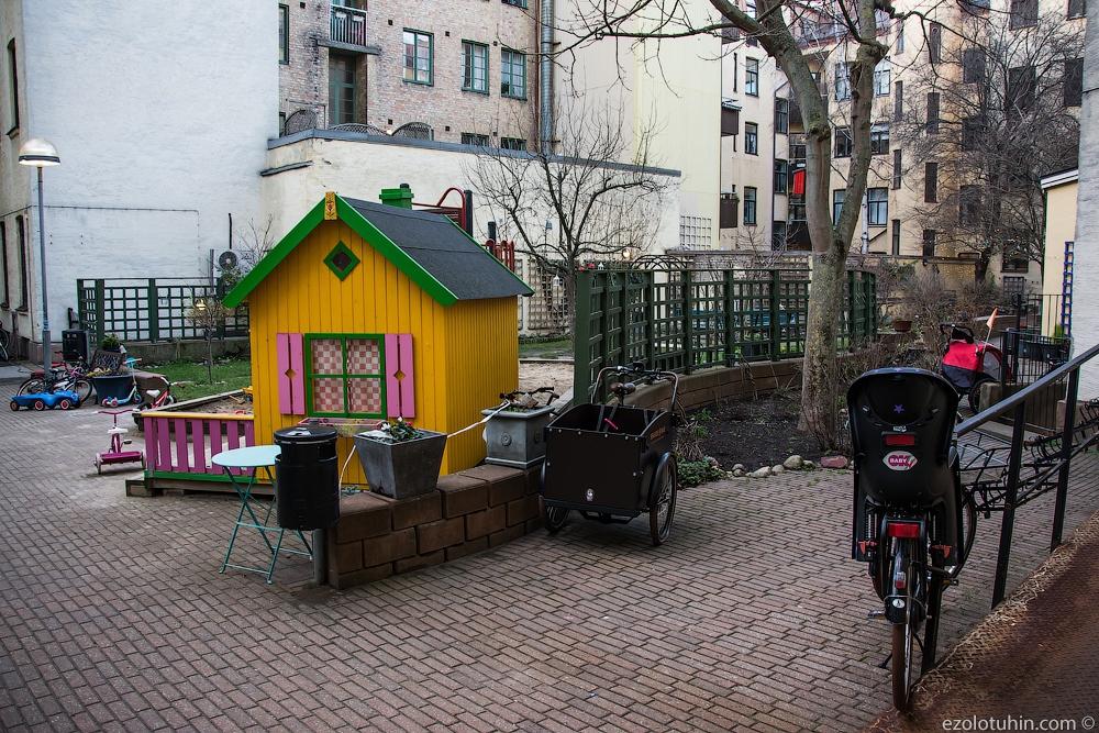 Как выглядят дворы в обычных шведских домах
