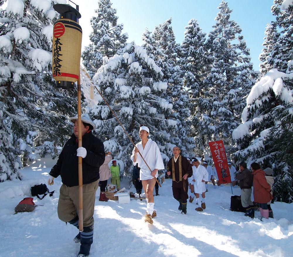 «Горные монахи» – документальная короткометражка о японских отшельниках Ямабуси жизнь