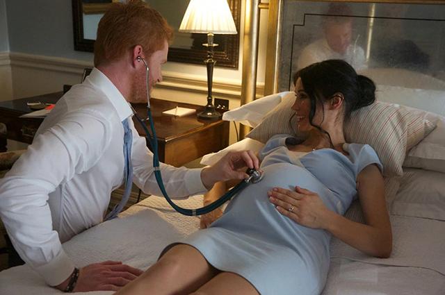 Йога для беременных и новорожденный малыш: двойники Меган Маркл и принца Гарри снялись в новом фотопроекте Новости