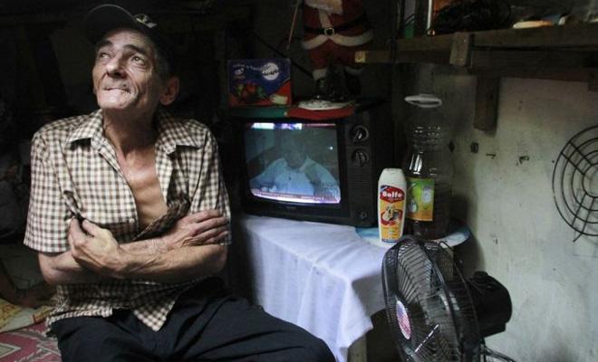 Муж и жена 22 года живут в канализации. В такой дом просто невозможно поверить! бандиты
