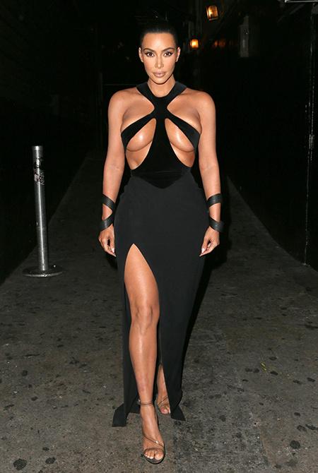 Ким Кардашьян в ультраоткровенном платье, Кармен Электра в образе