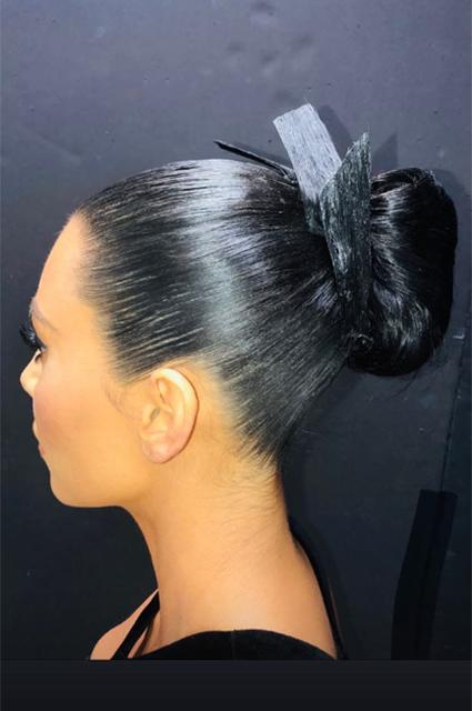 Ким Кардашьян поддержала своего стилиста на премии в откровенном винтажном платье Звездный стиль