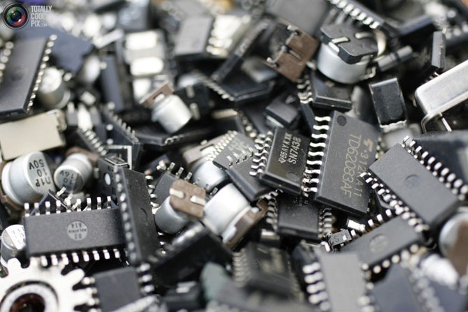 Когда электроника попадает на помойку