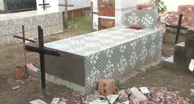 Женщину по ошибке похоронили заживо и она 11 дней пыталась выбраться Бразилия