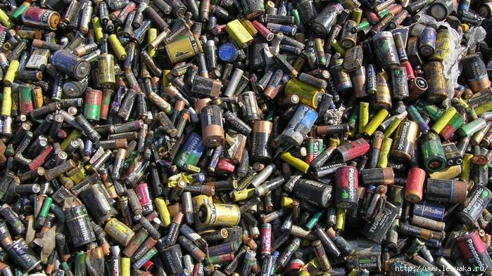 Опасно для жизни: почему нельзя выбрасывать батарейки! советы