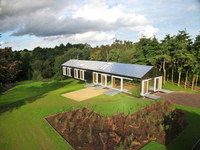 Чудеса гравитации: в Англии жилой дом свисает над холмом и не падает архитектура