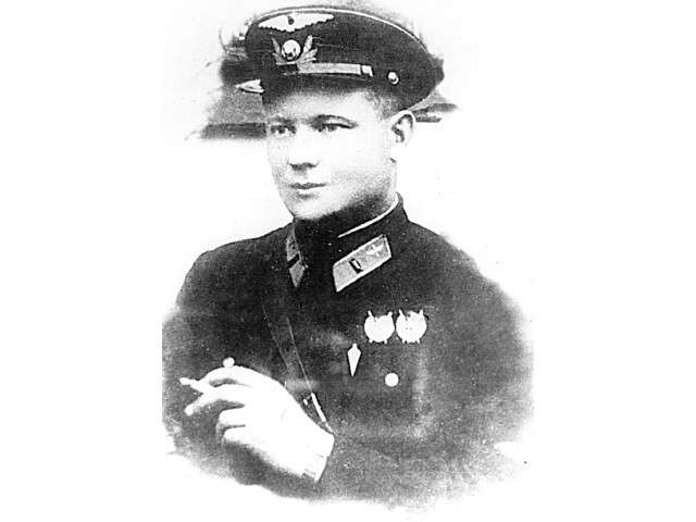 Русский герой Иван Фёдоров – уникальный лётчик, которого наградил и Гитлер, и Сталин Война и мир
