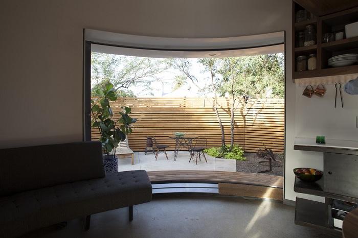 Жить без острых углов: компактный домик-цилиндр площадью всего 31 кв. метр интерьер и дизайн